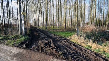 Aannemer die voetweg omtovert tot modderpoel moet buurtweg in oorspronkelijke staat herstellen