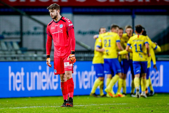 De Graafschap-doelman Rody de Boer baalt na de eerste goal van Cambuur.