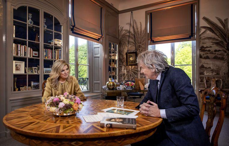 Koningin Maxima tijdens een interview met Matthijs van Nieuwkerkter gelegenheid van haar 50steverjaardag.Het gesprek vond plaats op de werkkamer van de koningin op Paleis Huis ten Bosch.  Beeld ANP