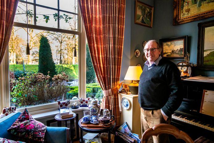 Gerrit Komen in zijn weekend- en jachtcottage De Worp in Deventer.