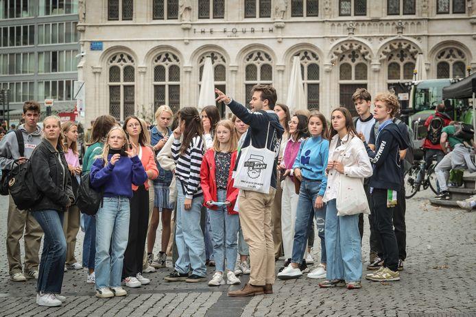 Deze nieuwkomers worden rondgeleid in de studentenstad.