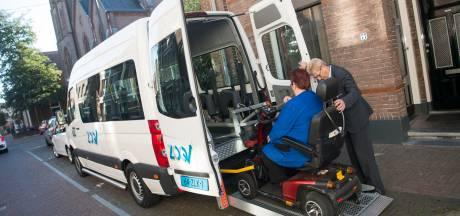 Kritiek op nieuwe taxidienst van de provincie: 'Iemand in een rolstoel begeleiden wordt zo wel heel lastig'