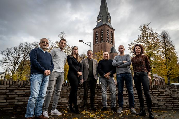 Een aantal leden van de werkgroep Handel 800: vlnr Arnoud Martens, Pim Bexkens, Nicole van der Geest, Piet Hubers Jos Kuipers, Marcel van Dijk en Pauly van den Boogaard. foto Sem Wijnhoven.