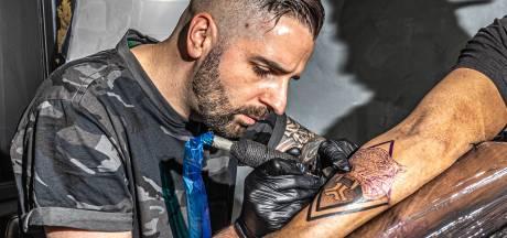 René ging van veelgevraagd dj naar volgeboekte tattoo-artiest: 'Mijn agenda zit ramvol'