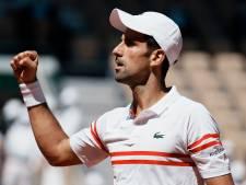 Djokovic knokt zich naar titel op Roland Garros en heeft grandslamrecord voor het grijpen