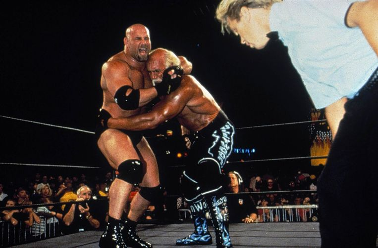 Bill Goldberg en Hulk Hogan. Beeld VMMA