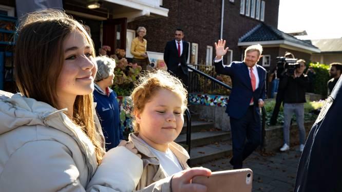 Koning bezoekt De Bennekel in Eindhoven: 'Houdoe en bedankt hè jongen'