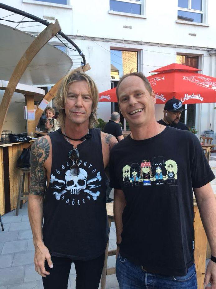Duff McKagan ging wel met een fan op de foto.