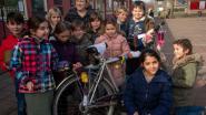 Basisschool De Zonnebloem pimpt fietsen voor Dikke Truiendag