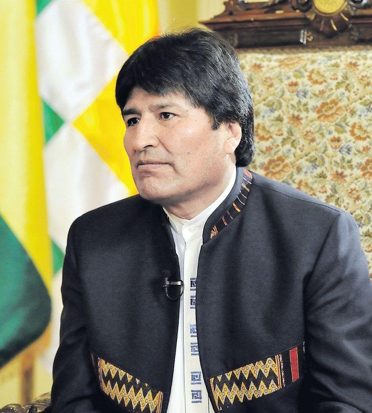 Morales valt altijd op door zijn eenvoudige klederdracht. Tijdens het interview droeg hij een strak gesneden jasje van fijne alpaca-wol over een wit hemd, beide met inheemse motieven. Beeld Raúl Lopez, Wereldomroep