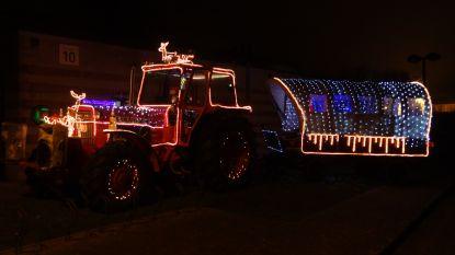 Versierde tractoren zorgen voor kerstsfeer