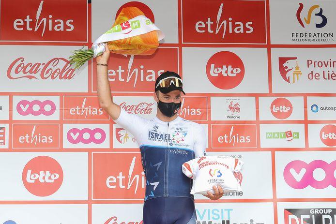 Tom Van Asbroeck mocht vorige week donderdag op het podium van de derde rit van de Ronde van Wallonië de prijs van de strijdlust afhalen.