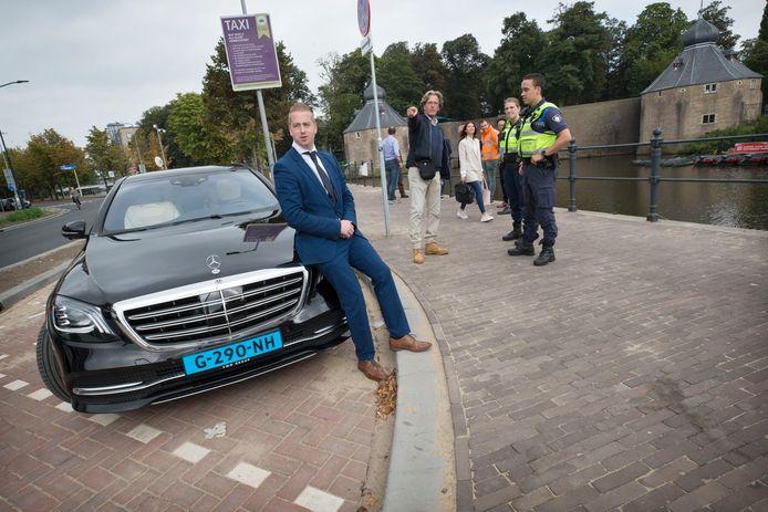 De nieuwe taxistandplaats bij de Hoge Brug is vrijdag officieel geopend.