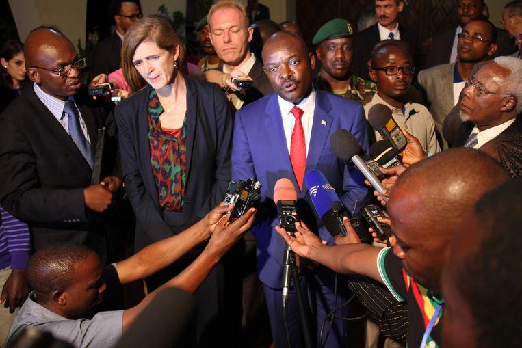 President Nkurunziza naast VN-ambassadrice Samantha Power. Beeld REUTERS