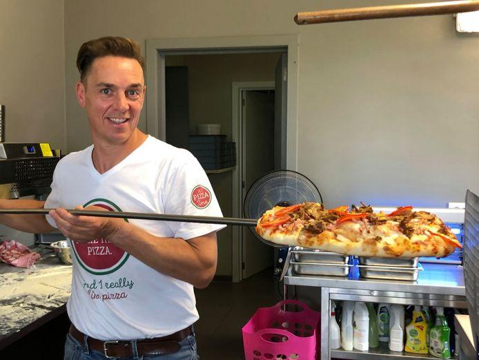 Steven Aerts  lanceert een nieuw concept: pizza's met als topping traag gegaard barbecuevlees.