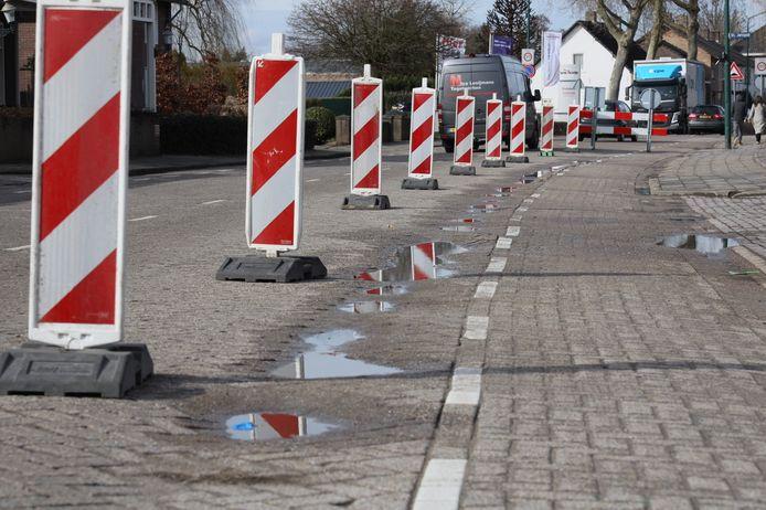 Een weghelft van de Ginderover in Heeze is momenteel afgesloten.