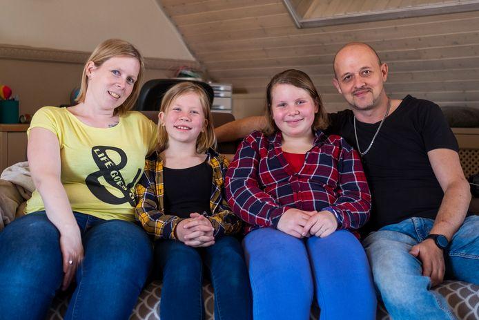 Gezin Van Herck-Van De Velde: mama Debby, dochter Zoë, dochter Luna en pluspapa Steven