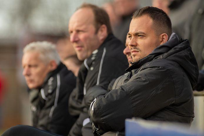 Jord Roos (voorgrond) verlaat de voetbalacademie van NEC.