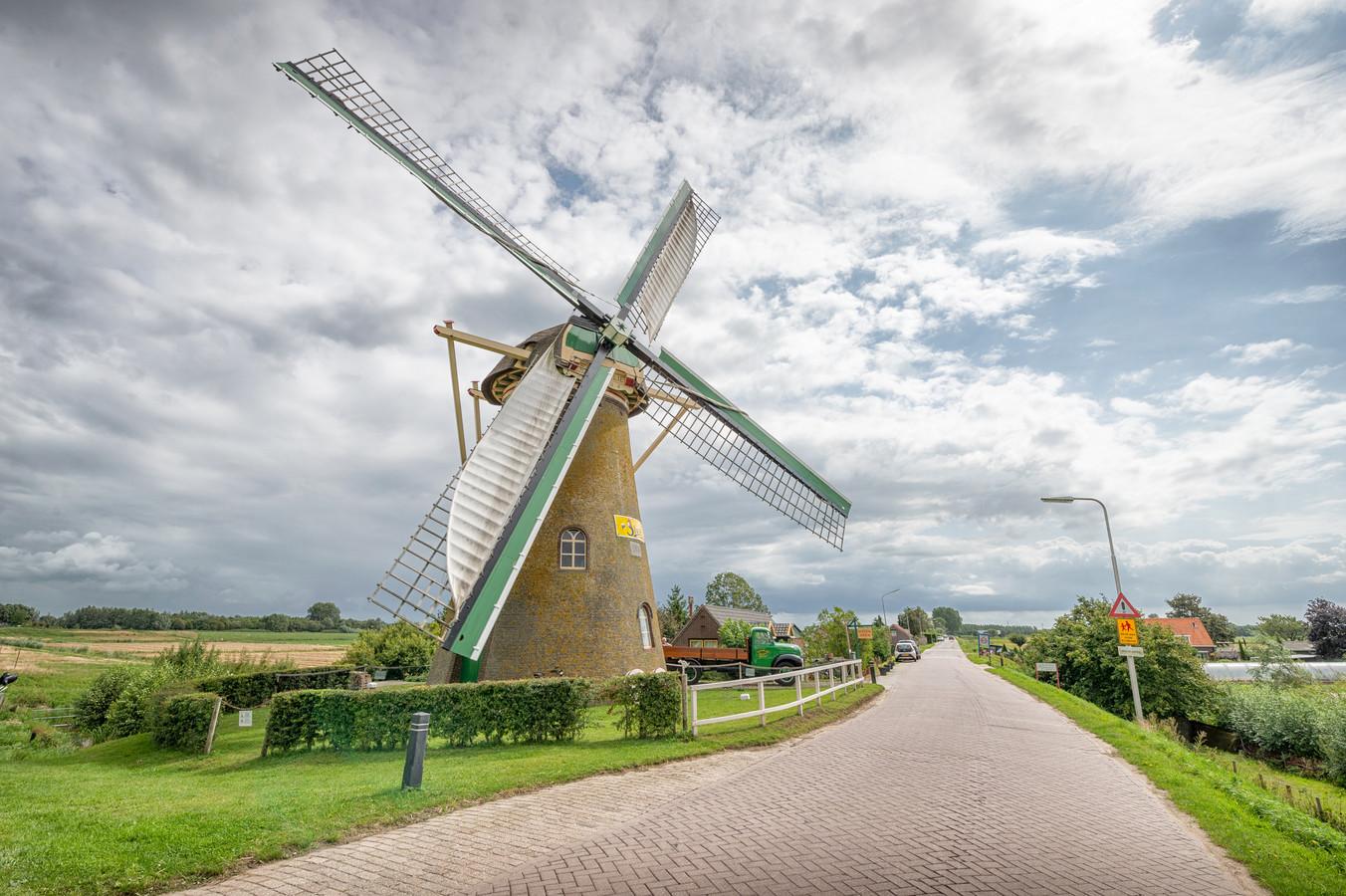 Dit is molen De Lelie in Puttershoek