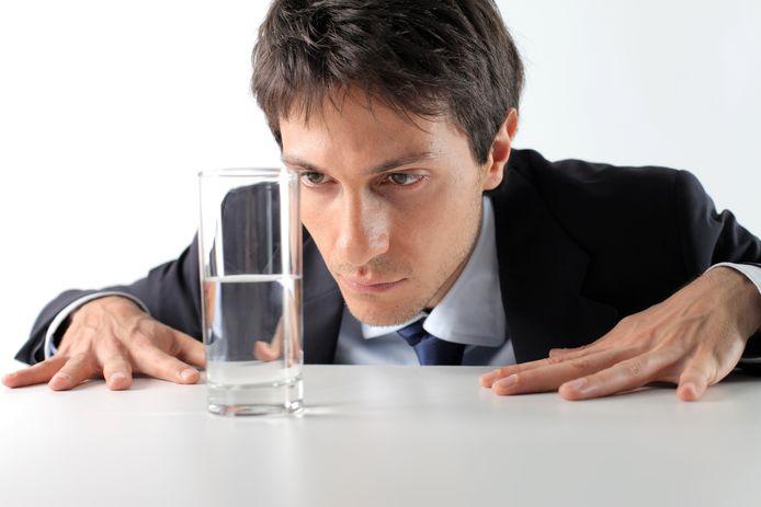 Is het glas halfleeg of halfvol?
