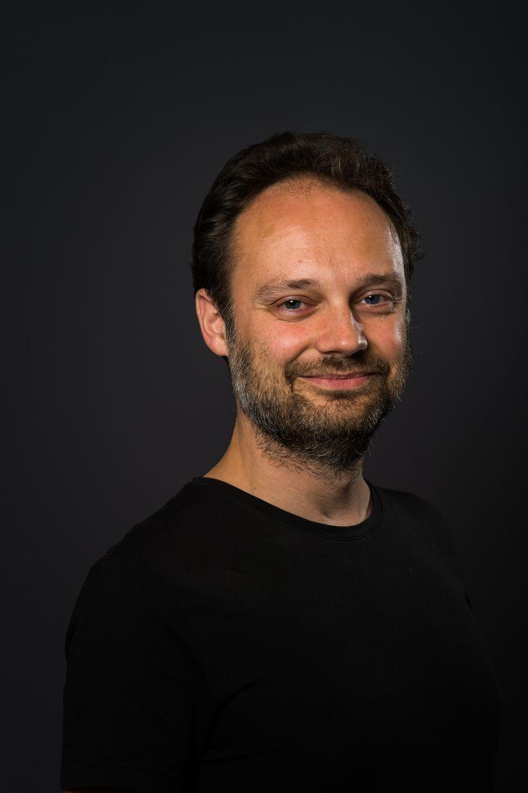 Jean-Paul Keulen studeerde sterrenkunde en is eindredacteur van New Scientist. Voorheen was hij adjunct-hoofdredacteur van Kijk en eindredacteur van De Ingenieur, en schreef hij voor diverse andere media. Van zijn hand verschenen De deeltjesdierentuin (2012) en De deeltjessafari (2014), beide inleidingen in de deeltjesfysica. In 2017 schreef hij Verstoppertje spelen met aliens (2017) over de zoektocht naar buitenaardse beschavingen. Beeld Mats van Soolingen