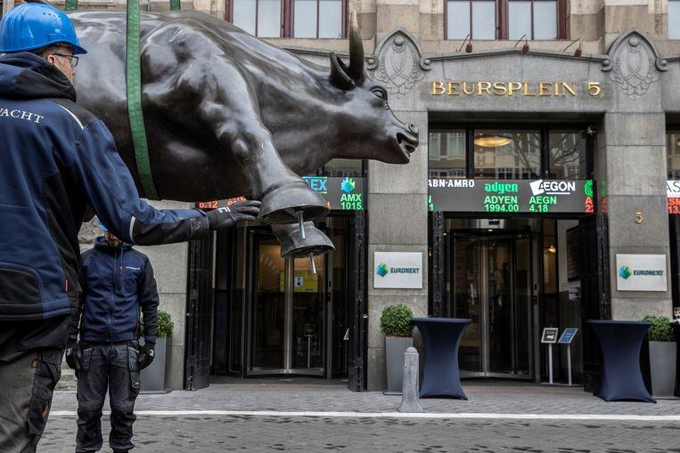 De stier op het Beursplein is weer terug.  Beeld Euronext Amsterdam