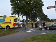 Scooter en auto komen in botsing in Tuk, scooterrijder naar het ziekenhuis