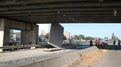 Wéér ramt truck Zwaantjesbrug: betonpaneel klem