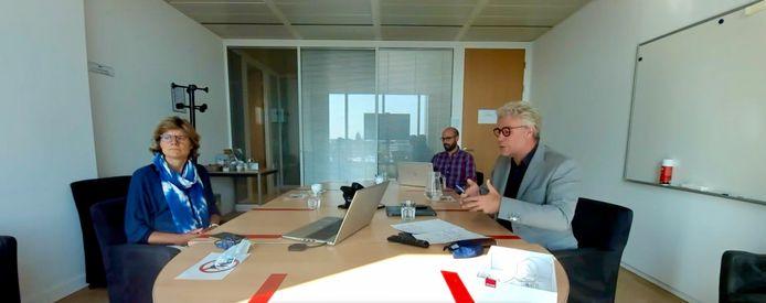 Brussels coronacrisismanager Inge Neven en Brussels gezondheidsminister Alain Maron (Ecolo) tijdens het persmoment dinsdag.