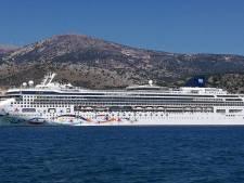 Vrouw overleeft tien uur in zee na val van cruiseschip
