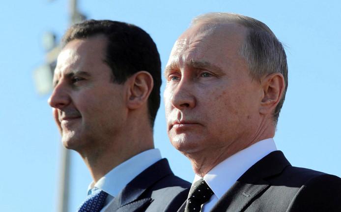 Vladimir Poetin (R) en Bashar al-Assad