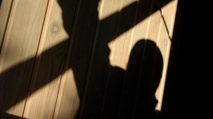 Niet met dienst, maar wel alert: politieman betrapt inbreker bij de buren en verwittigt collega's