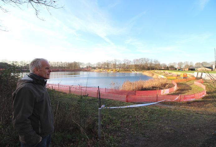 Kees Kools overziet het NK-parcours bij de Rucphense Binnentuin.