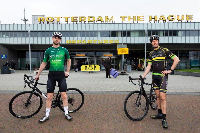 De sportwethouders Sven de Langen (Rotterdam, links) en Hilbert Bredemeijer (Den Haag) hopen de start van de Tour de France naar Nederland te halen.