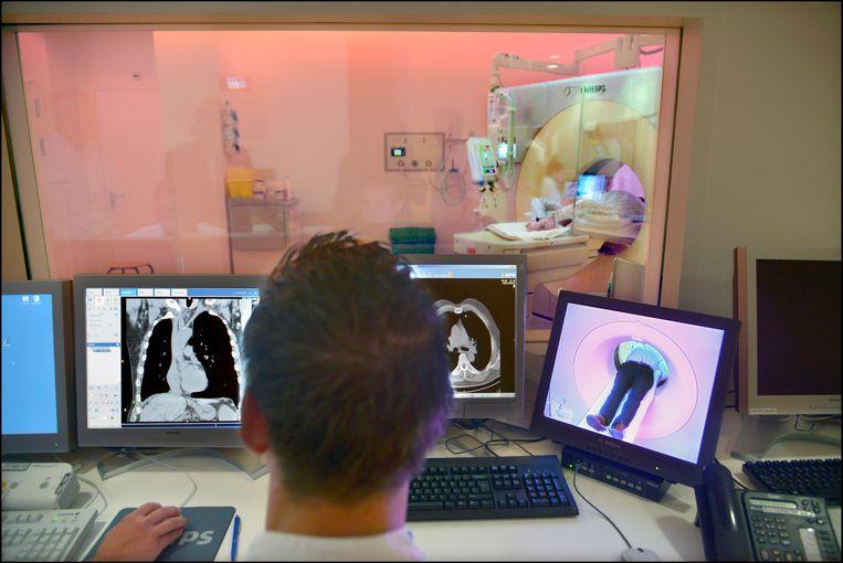 Scanners van Philips Medical Systems in een ziekenhuis in Arnhem.  Beeld Hollandse Hoogte / Flip Franssen