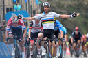 Julian Alaphilippe klopte Mathieu van der Poel vorige maand in de tweede etappe van Tirreno-Adriatico.
