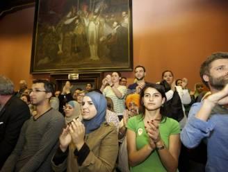 Gent heft na debat van vier uur hoofddoekenverbod op