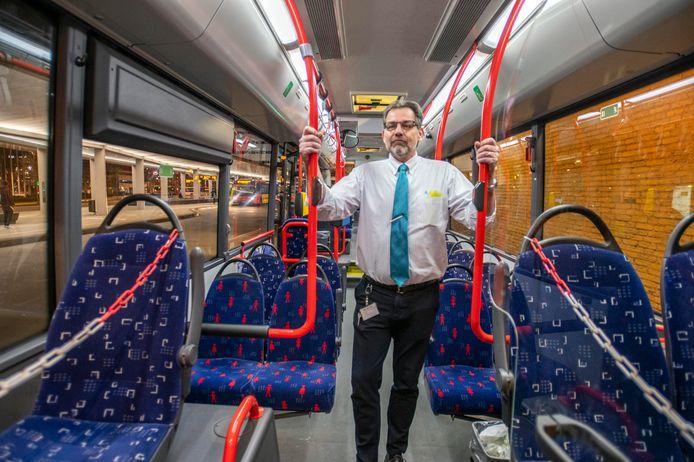 Eenzame buschauffeur Rene Schuller (54) op station Tilburg.