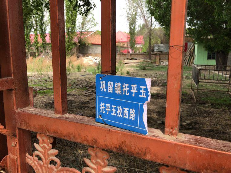 Het islamitische gebedshuis dat hier vroeger stond, in het centrum van Gongliu, is vernield. Beeld Leen Vervaeke
