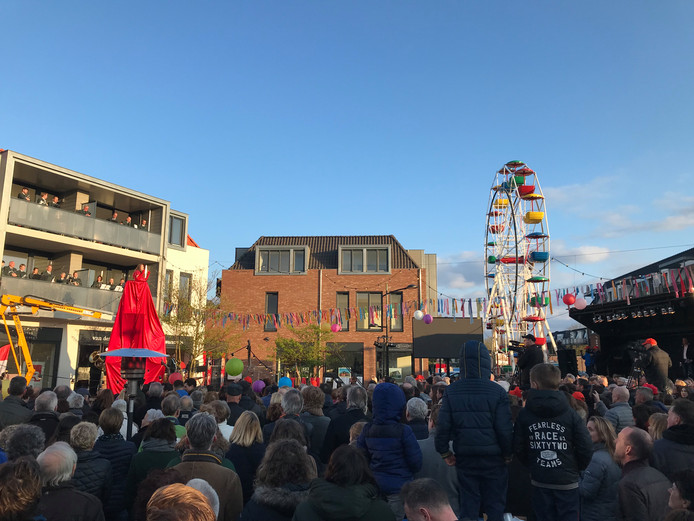 Veel Schaijkenaren kwamen naar het vernieuwde Kapelanieplein voor de officiële opening.