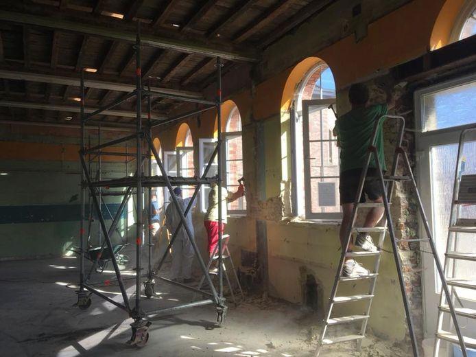 Bouwen en verbouwen bij Chiro Hoegaarden in het parochiecentrum (foto Chiro)