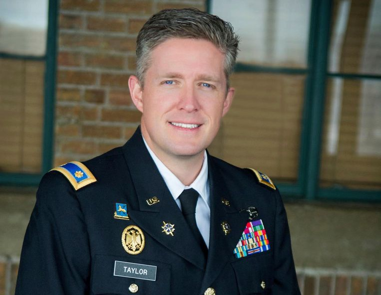 Majoor Brent Taylor.