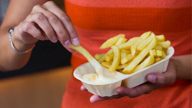 Moet je je frieten twee keer afbakken? En welke olie zorgt voor de beste smaak? De twee beste Vlaamse frituristen leggen uit hoe je de lekkerste frietjes maakt