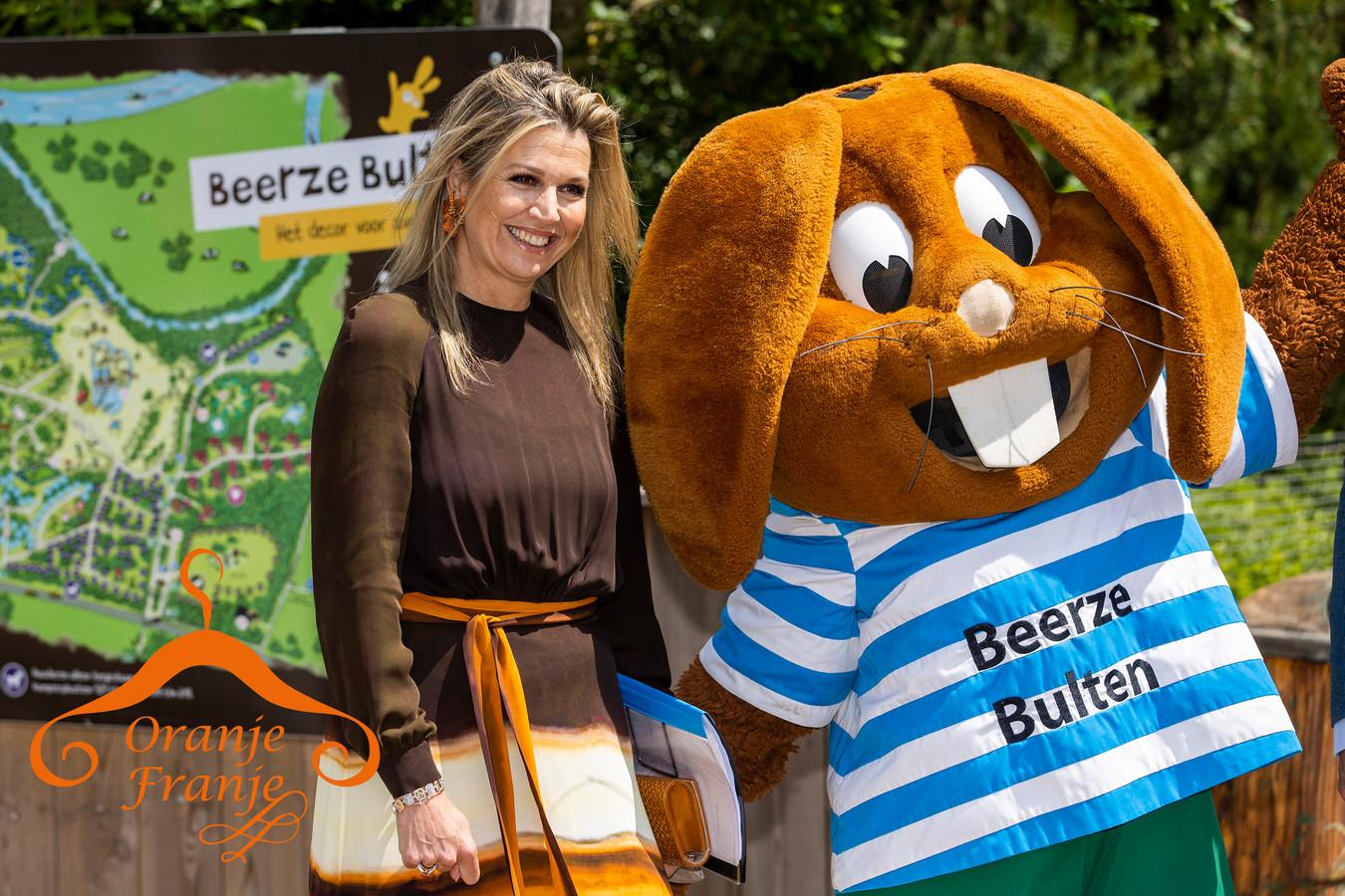 Koningin Máxima tijdens een werkbezoek aan Vakantiepark Beerze Bulten.
