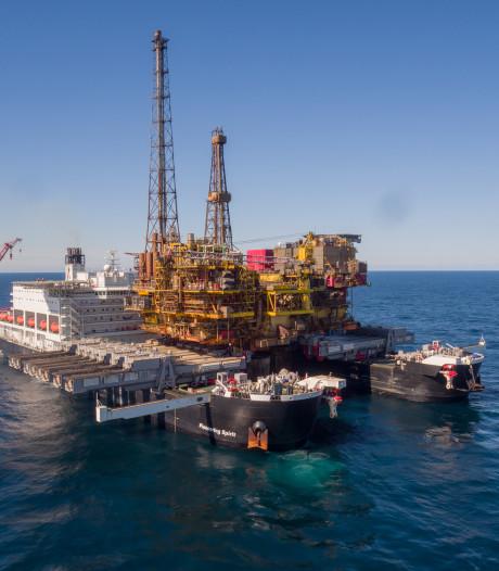's Werelds grootste werkschip aan de slag op de Noordzee