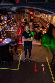 Tijdelijk geen drank en dansjes maar patat en frikadellen in Club Barbaars in Kampen