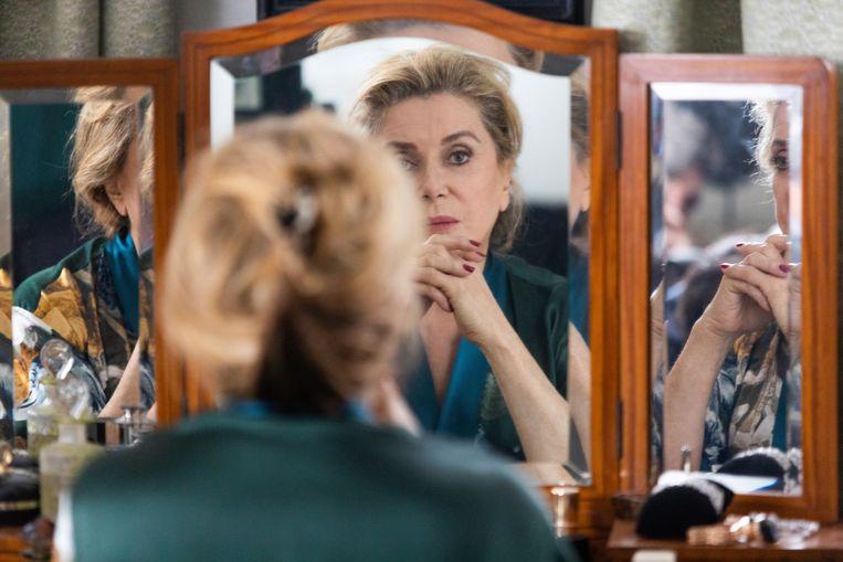 Catherine Deneuve in La vérité. Beeld