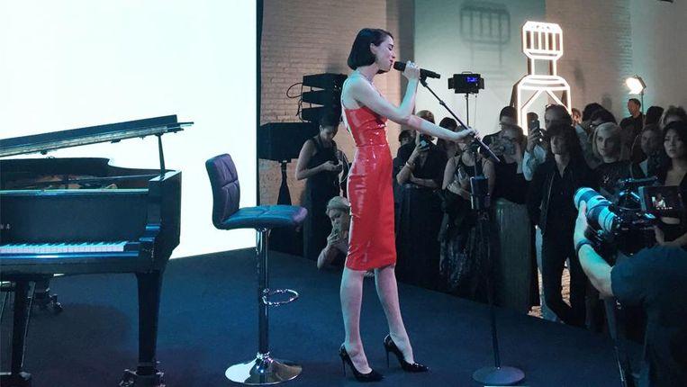 St Vincents gaf een optreden op de parfumlancering van Tiffany & Co.