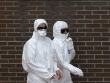 'Ebolapatiënte raakte besmet door eigen handschoen'