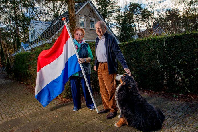 Bij Marion en Andries Oosterkamp ging vorige week de vlag uit. Eindelijk wonen ze legaal in hun woning op vakantiepark Slenck & Horst in Harderwijk.